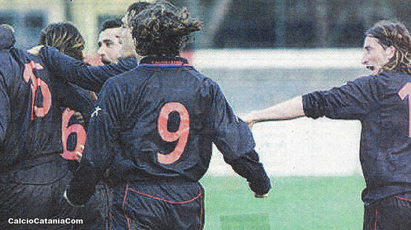 Vis Pesaro-Catania 0-1: da sx a dx De Martis, Zeoli, Cicconi (maglia numero 9) e Bonomi