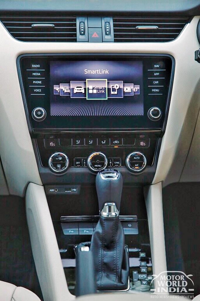 2017-Skoda-Octavia-Facelift-Interiors (43)