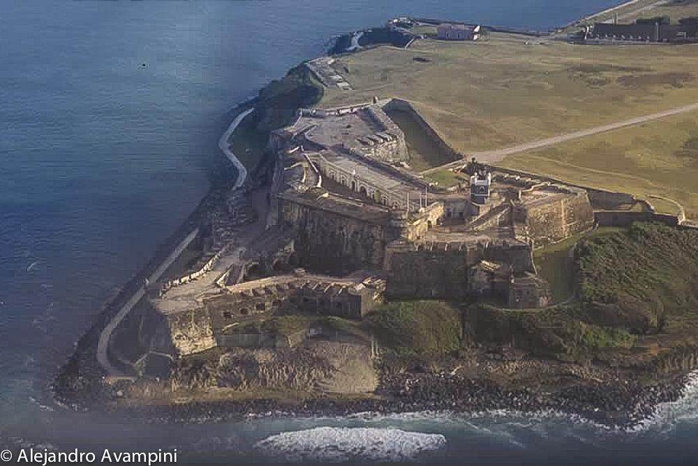 Construído en 1540, La Fortaleza fue uno de los primeros fuertes de defensa en la isla. En 1846, se convirtió en la residencia oficial del Gobernador de Puerto Rico.