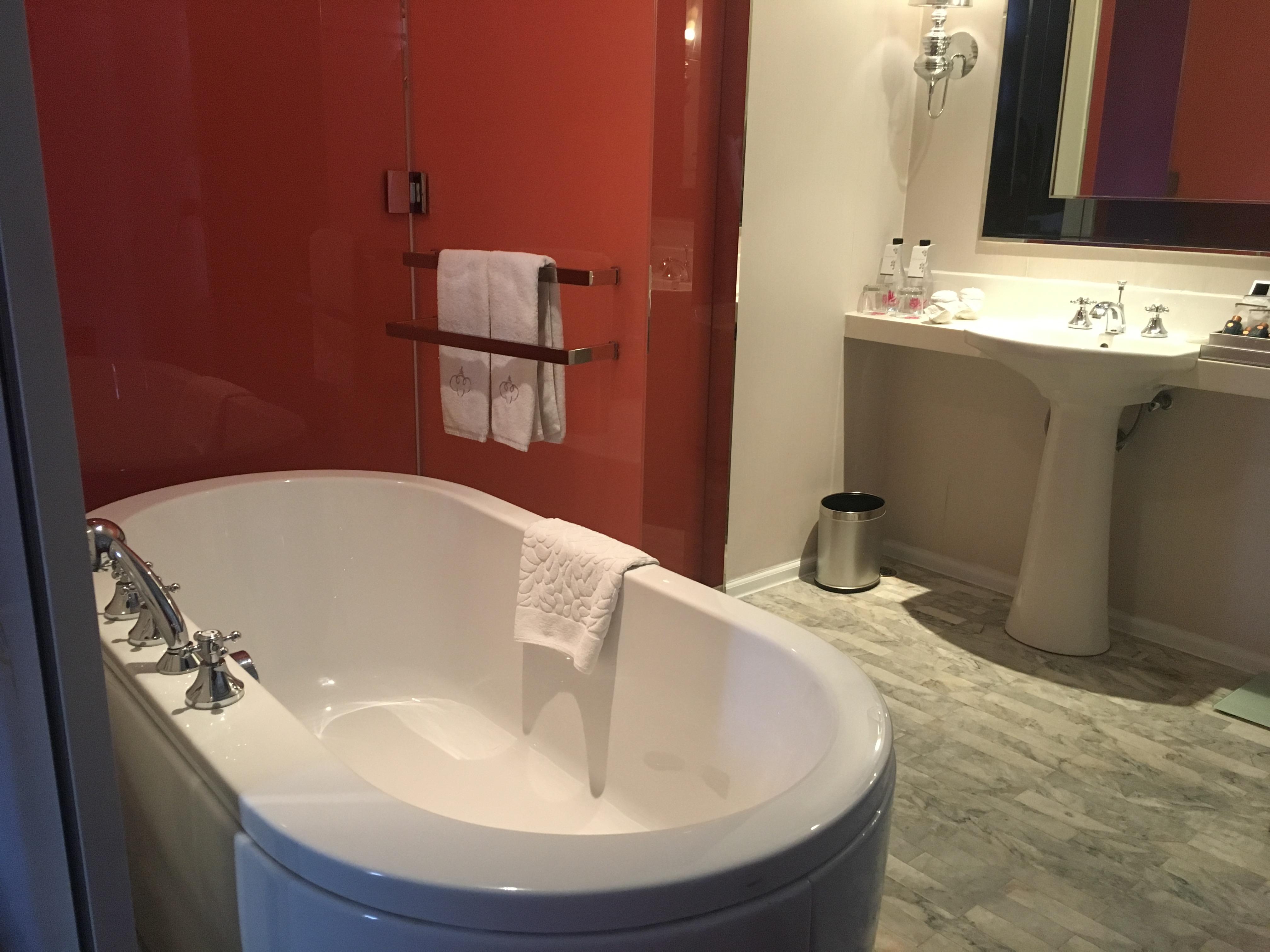 Fancy Biggest Bathtub Elaboration   Luxurious Bathtub Ideas And .