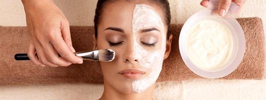 溫和酵素清潔有清潔毛孔跟清粉刺的功用,拿來改善皮膚暗沉有一定的成效。想清潔毛孔跟清粉刺的顧客做此療程就對了,這是針對臉部無法承受酸類換膚而做的美容療程