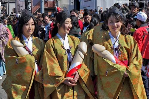 el Hōnen Matsuri (豊年祭) o Festival del Pene, celebrado cada año el 15 de marzo en el santuario Tagata (田縣神社) de la ciudad de Komaki, en la prefectura de Aichi