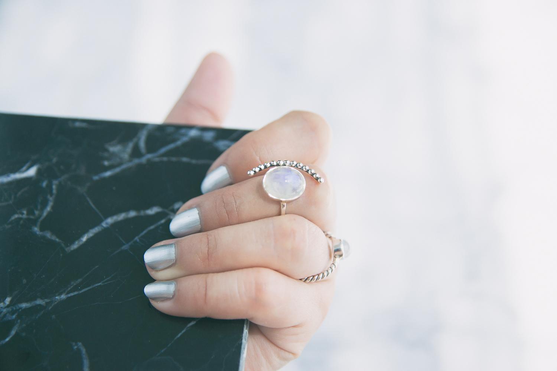 Olga Choi myblondegal fashion blogger South Korea Ольга Цой стилист байер Москва шоу-рум Styled Moscow H&M khaki ruffle sleeve dress Moonstone Magic rings--3