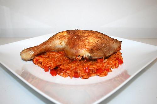 17 - Chicken leg on tomato rice - Side view / Hähnchenschenkel auf Tomatenreis - Seitenansicht