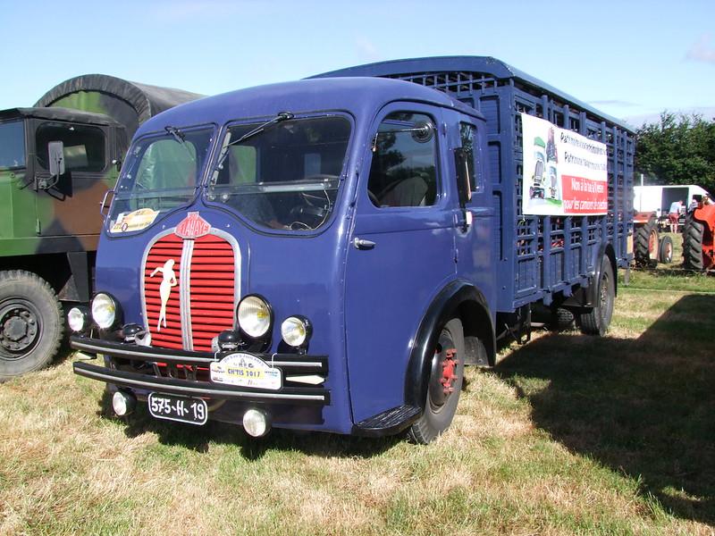 Rassemblement de camions anciens en Normandie 35530391815_92208c56e0_c