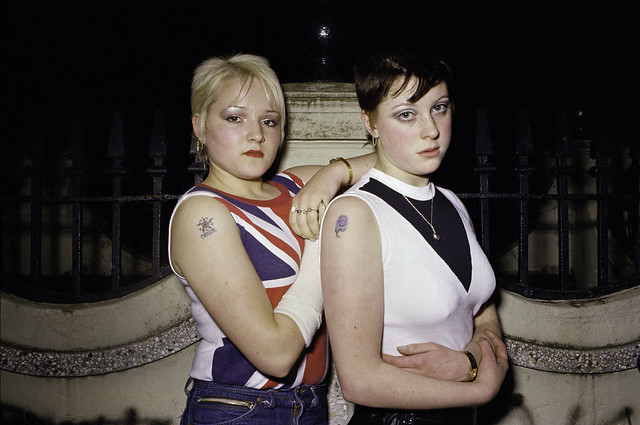 Carrie Kirkpatrick and Gill Soper, skinheads © Anita Corbin