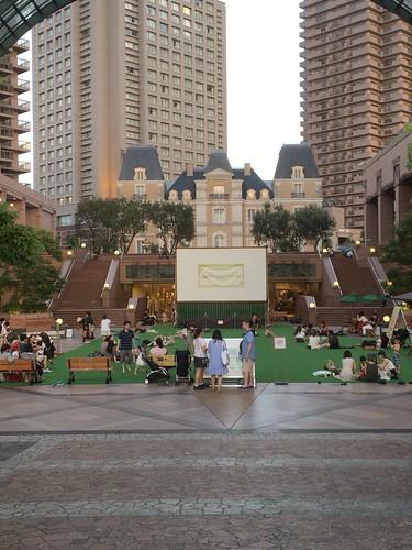 恵比寿ガーデンプレイスで芝生広場 2017.15