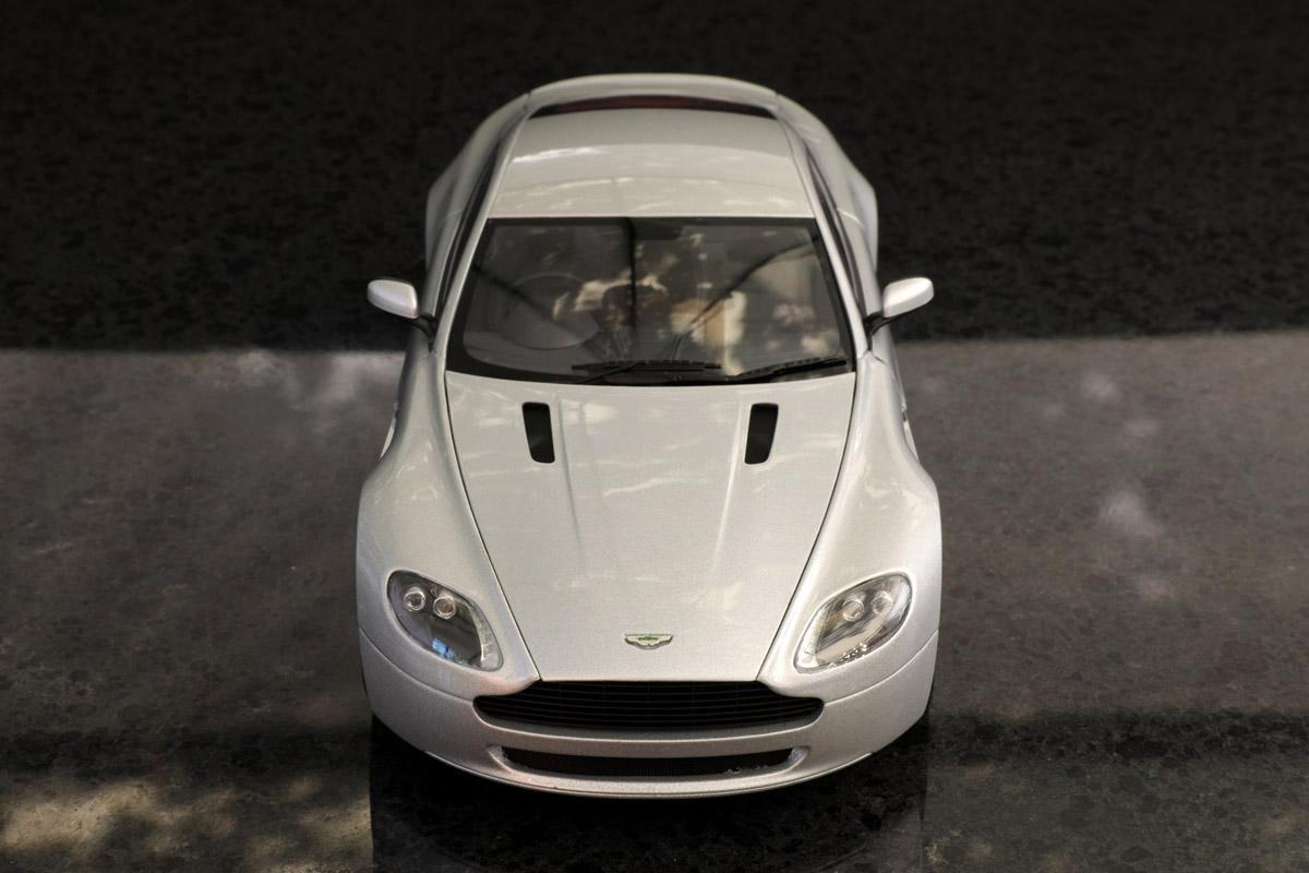 Autoart 1 18 Aston Martin V8 Vantage 05 Silver Aston Martin Diecastxchange Com Diecast Cars Forums