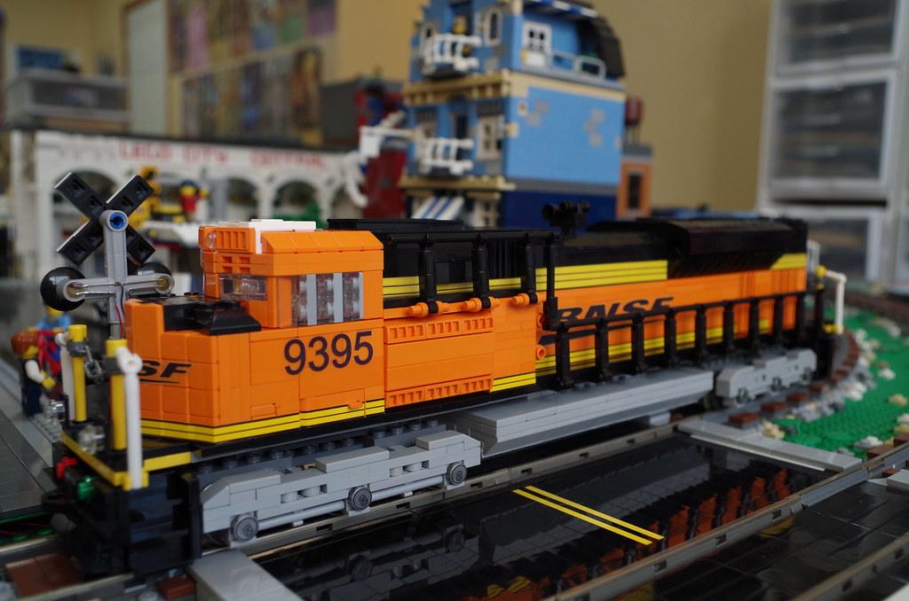 BNSF SD70ACe - 7 Wide Diesel American Goodness - LEGO Train Tech