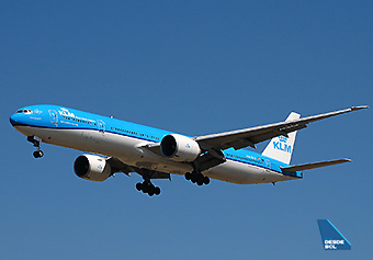 KLM B777-300ER PH-BVA approach (RD)