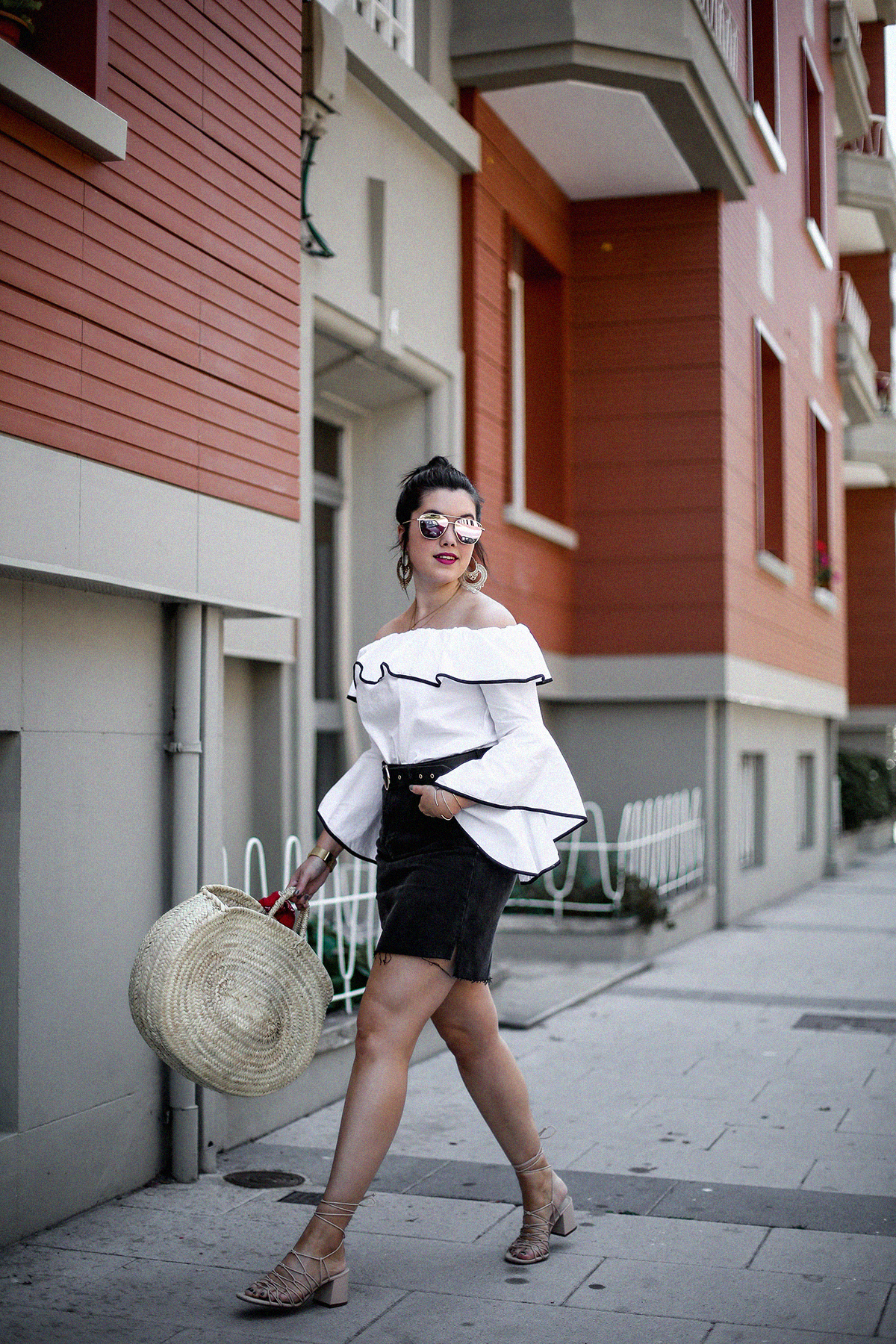 ruffle-top-off-shoulder-sunper-sunglasses-basket-bag-look11