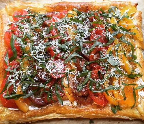 Goat cheese and tomato tart