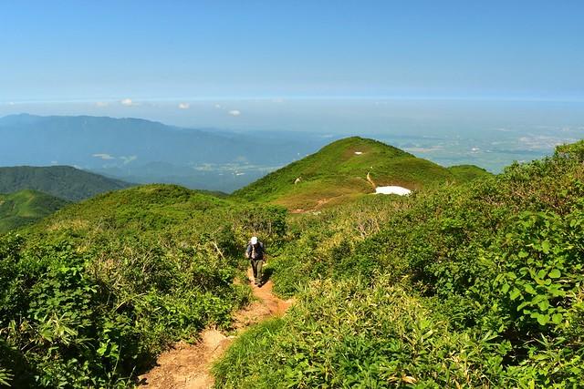 二王子岳 日帰り登山 残雪の稜線