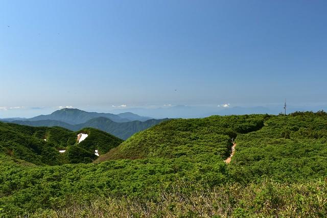 二王子岳の稜線