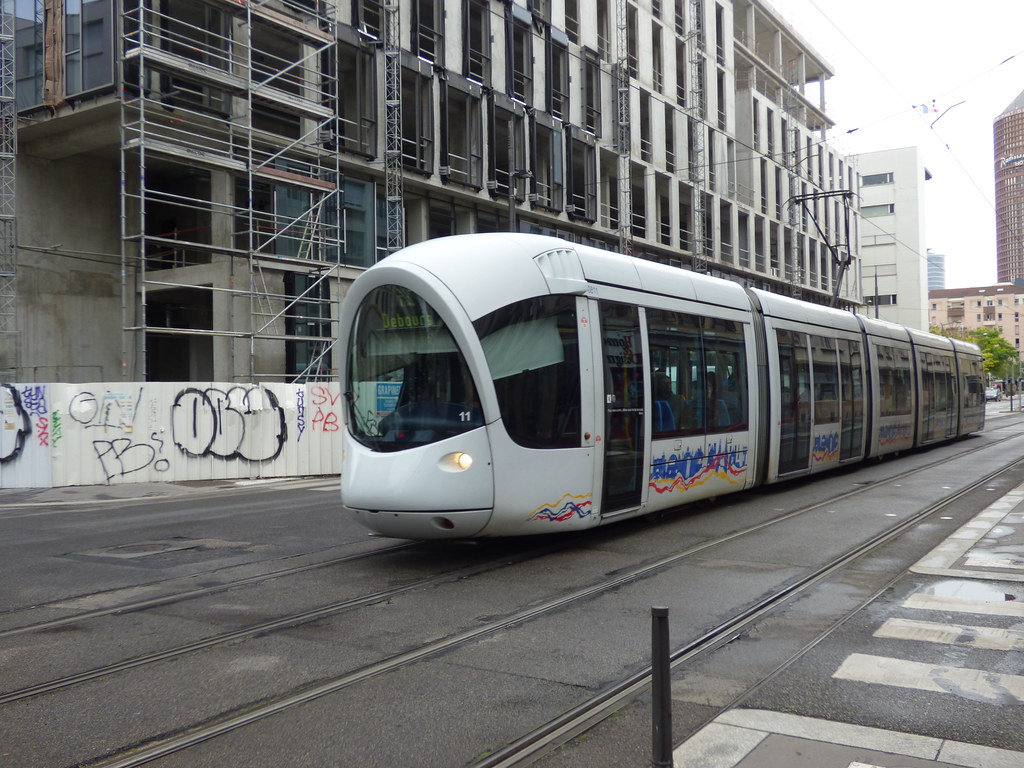 Public transport in lyon tram on rue servient public - Tram t2 lyon ...