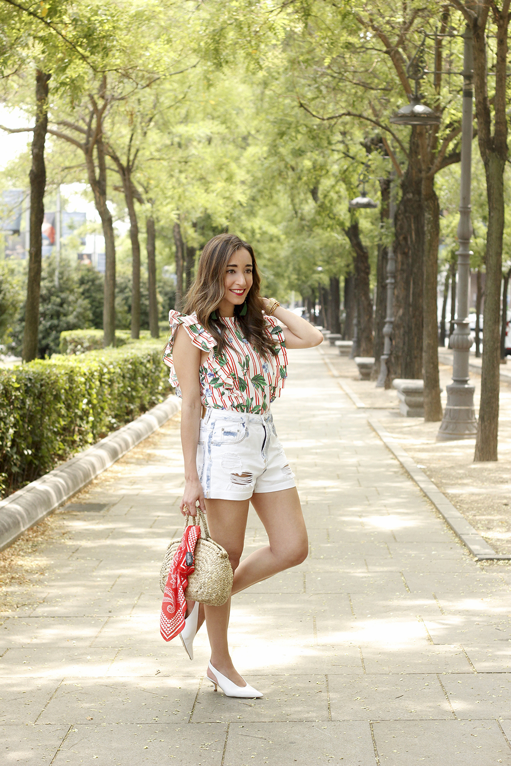 Top with stripes and ruffles midi heels ripped denim shorts summer outfit05
