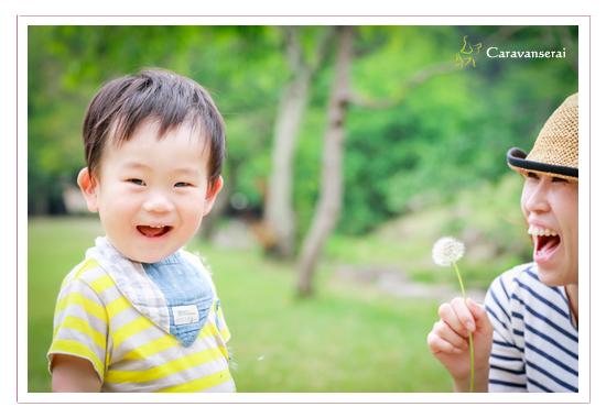 家族写真のロケーション撮影 子供 タンポポ 森林公園(愛知県尾張旭市 名古屋市)撮り方 服装カジュアル 屋外 緑と一緒に 人気 オススメ データ納品