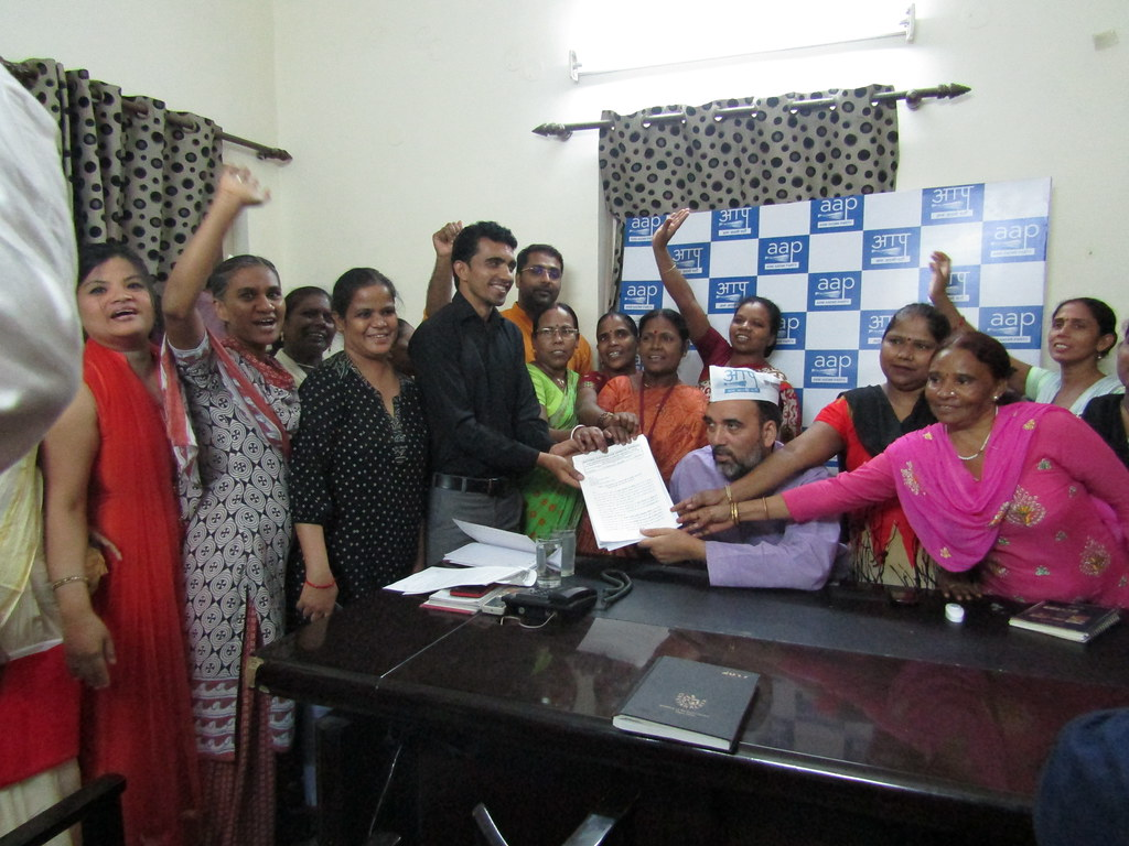 2017-6-16 India: NPDW partners and domestic workers in Delhi submitted a Memorandum to Delhi government