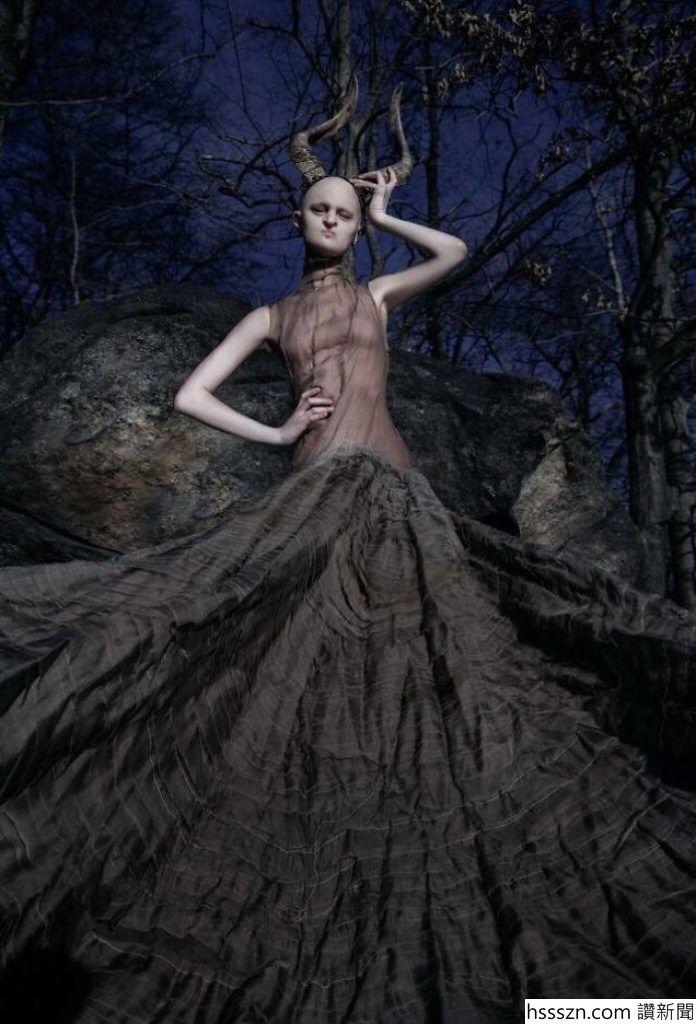 Melanie-Gaydos-16-696x1024_696_1024