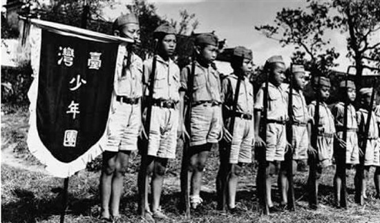 1939年,李友邦在浙江金華組成抗日團體「台灣義勇隊」及其附屬「台灣少年團」。