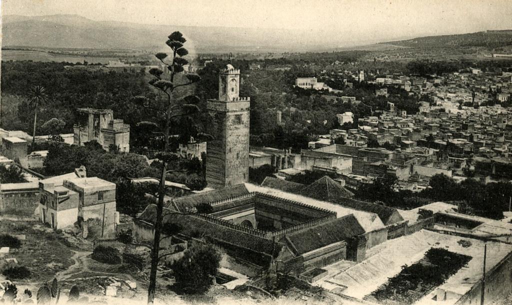 Ancienne carte postale de la médina de Fès vers 1900.