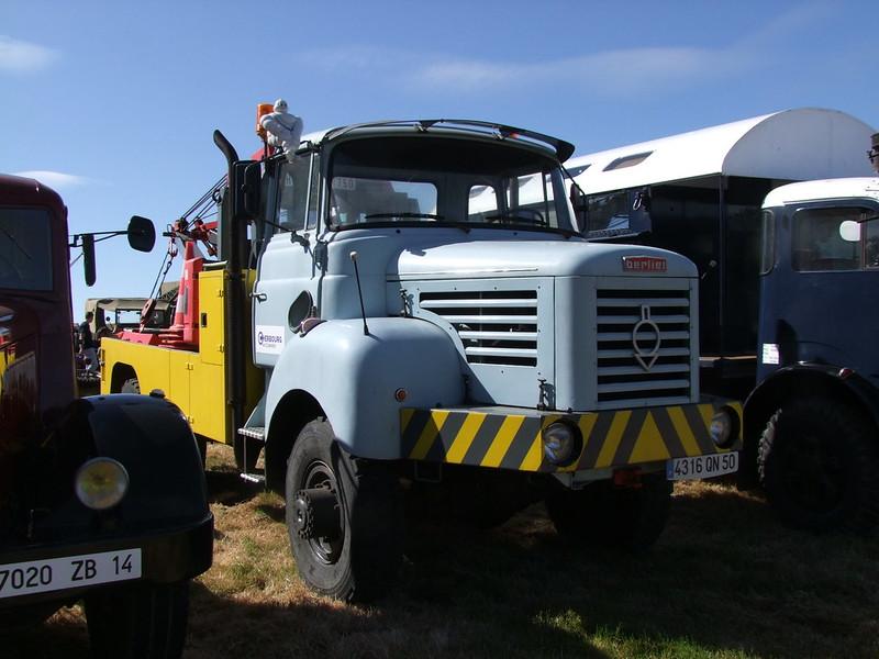 Rassemblement de camions anciens en Normandie 34701483164_9fd91374b2_c