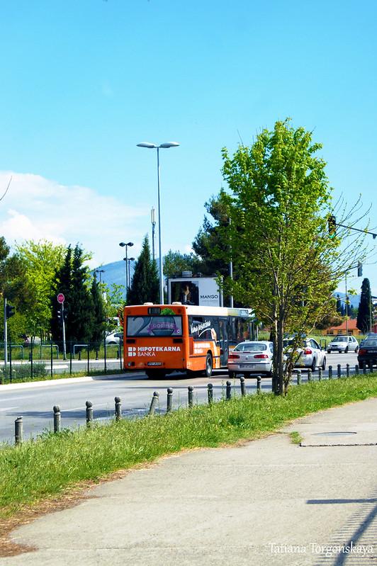 Автобус на бульваре Революции