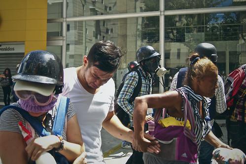 Las fuerzas de Maduro asesinan a un líder estudiantil — Brutales imágenes