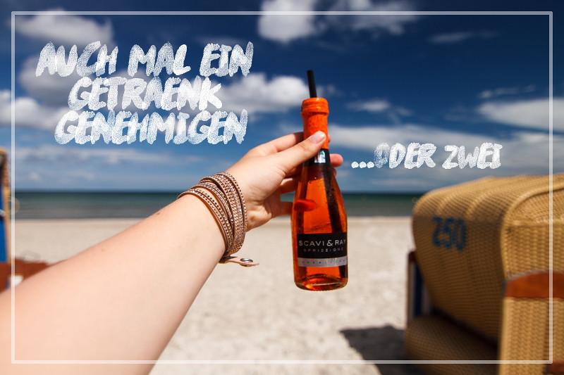 Aperol Spritz genießen am Meer Ostsee