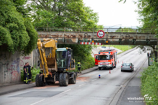 Bagger gegen Brücke Flachstraße 09.06.17
