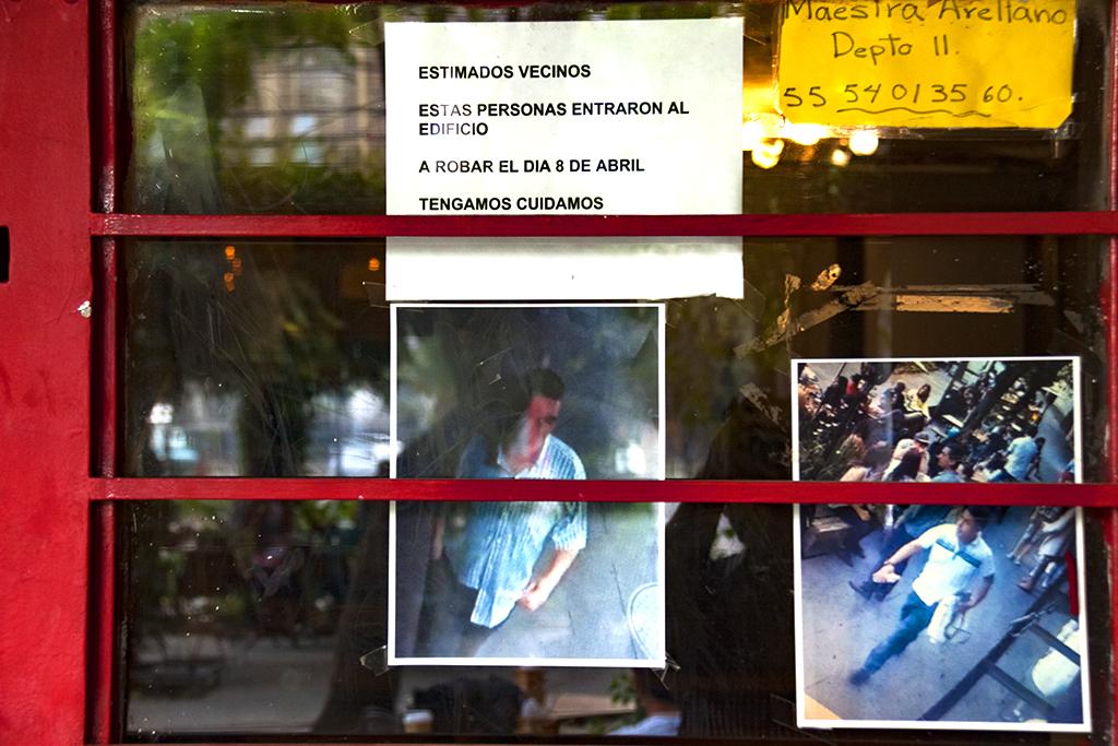 Two burglars--Mexico City