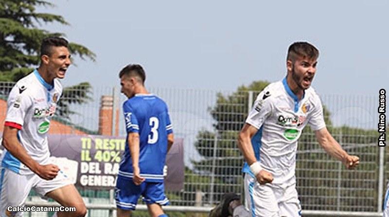 L'esultanza di Mario Noce (a sinistra) e Lorenzo Longo