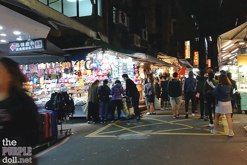 16-3 Walking through Shilin Night Market