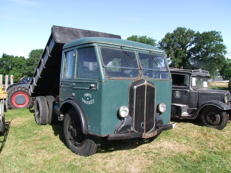 Rassemblement de camions anciens en Normandie 35364394022_5c99f8a682_c