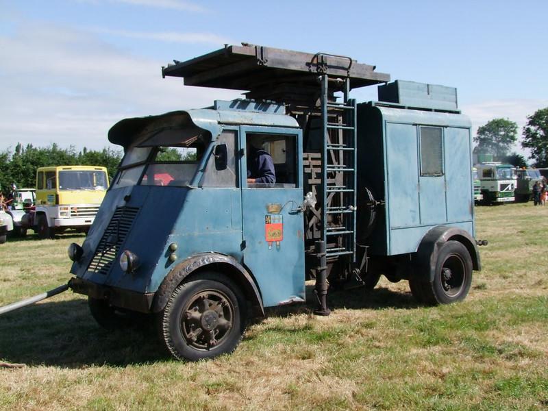 Rassemblement de camions anciens en Normandie 35397981782_487c7d1151_c