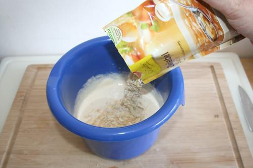 32 - Zwiebelsuppe hinzufügen / Add onion soup