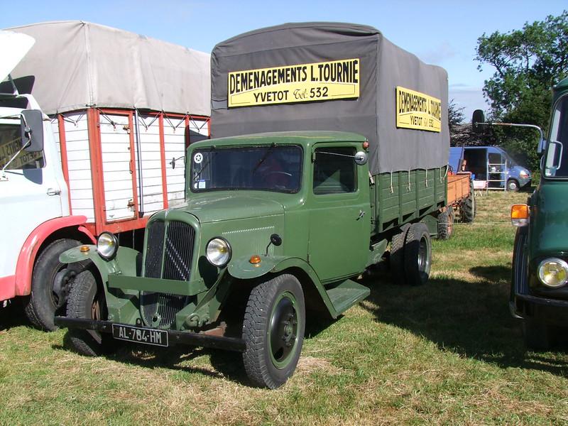 Rassemblement de camions anciens en Normandie 34721135293_898f207c4f_c