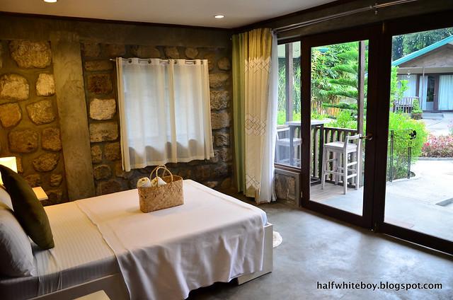 halfwhiteboy - ted's bed and breakfast, sta cruz, laguna 06