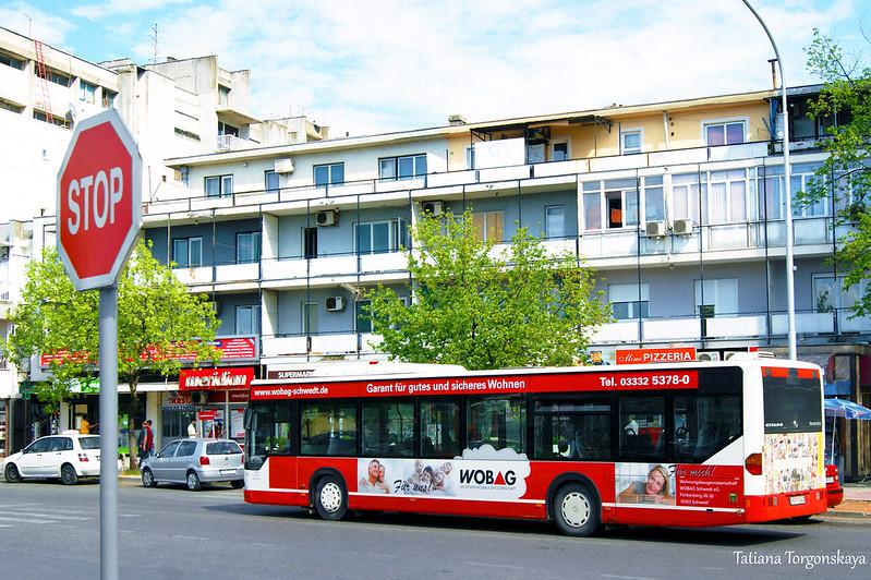 """Автобус на остановке """"Улица короля Николы"""""""