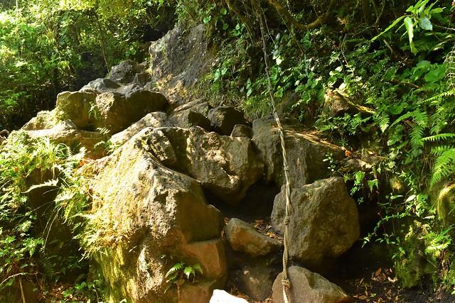 開聞岳 登山道のロープ