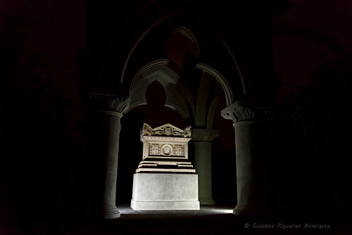 Villa Durazzo Pallavicini: Il Mausoleo del Capitano