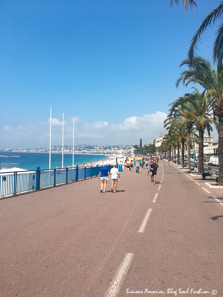 E há 2 passos dali chegamos na linda Promenade des Anglais!