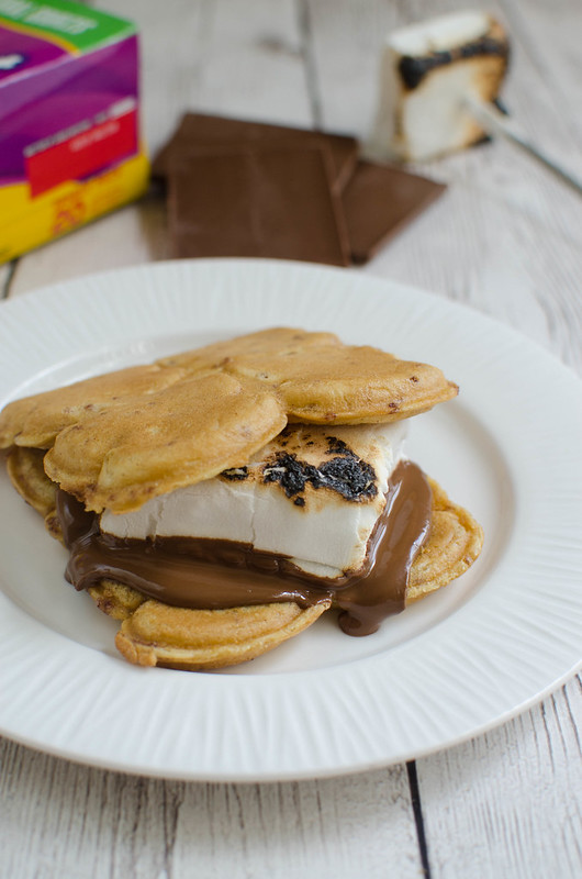Cinna-Toast S'mores - a yummy twist on the classic s'mores using cinnamon toast!