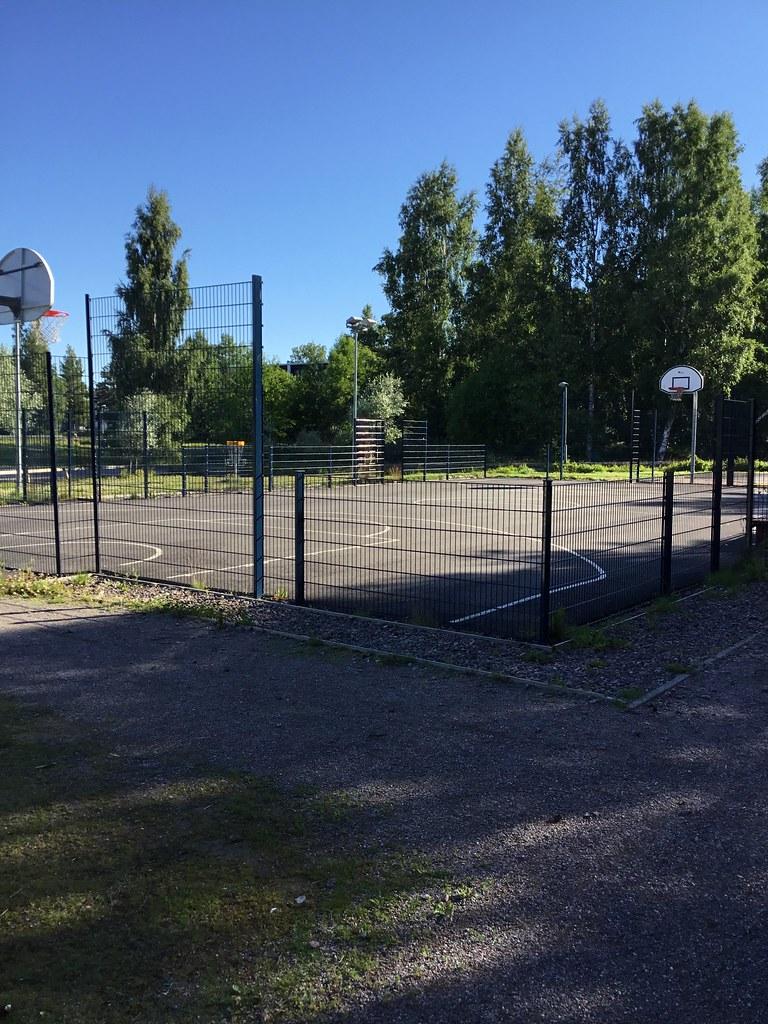 Kuva toimipisteestä: Espoonlahden koulu ja lukio / Koripallokenttä