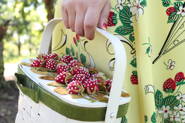 vintage strawberry purse