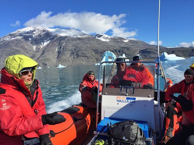 Grupo de Tierras Polares en la zodiak (Groenlandia)
