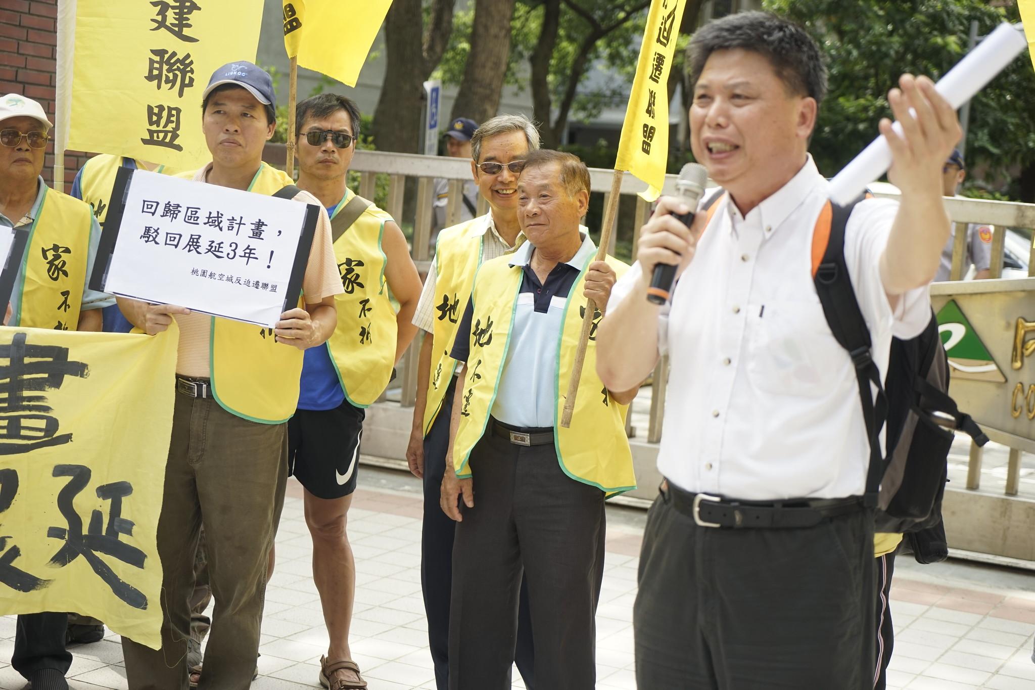 政大地政系教授徐世榮強調,應更根本檢討第三跑道與航空城區域計畫的必要性。(攝影:張宗坤)