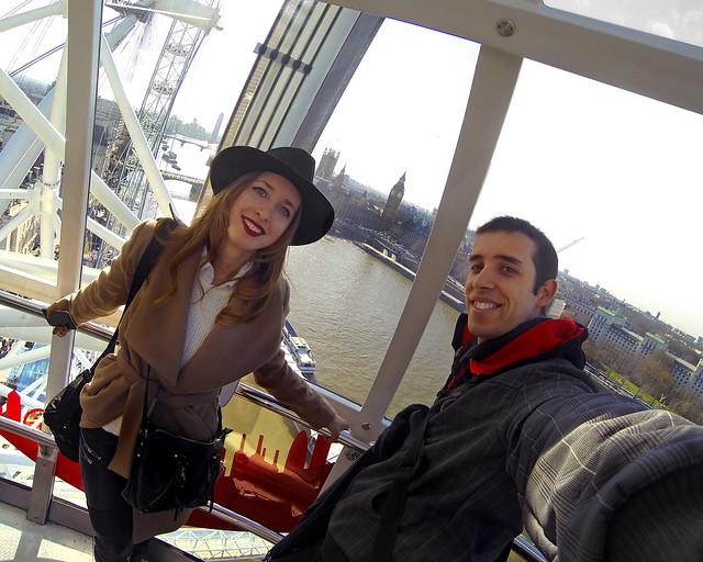 En lo alto del London Eye, la noria de Londres, una de las mejores cosas que hacer en Londres
