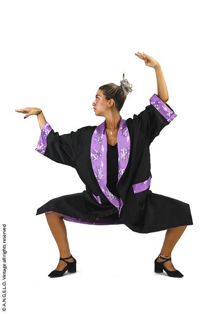 Kimono vintage lungo nero e viola a fiori
