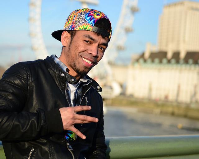 Gente por el puente de Westminster